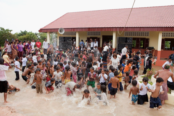 10/1 コムルー村に小学校が開校しました。